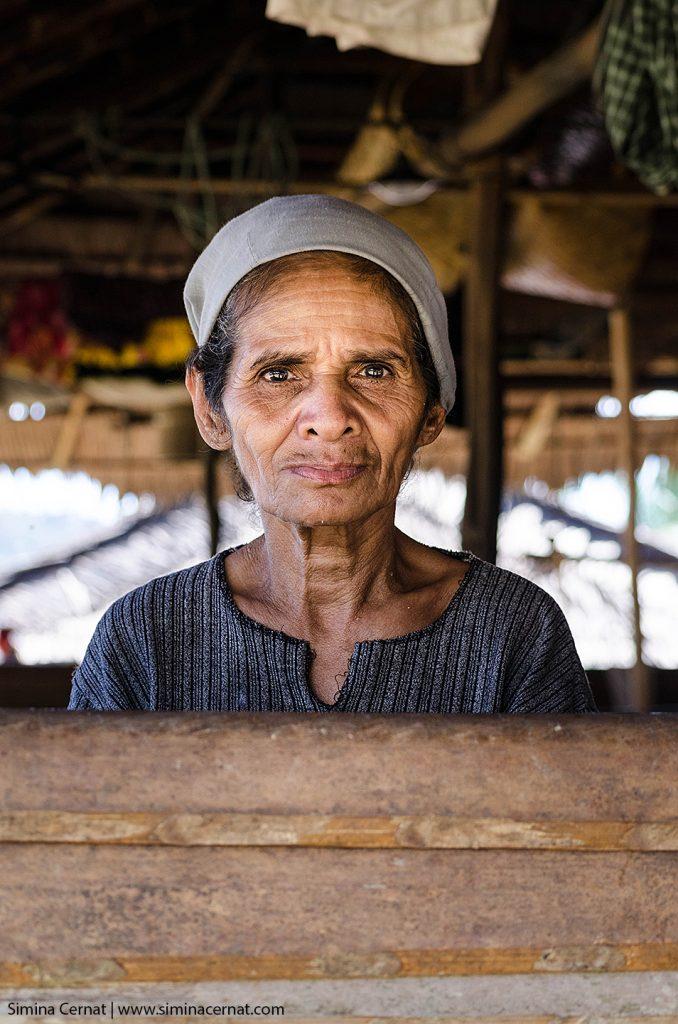 Femeie din tribul Naulu